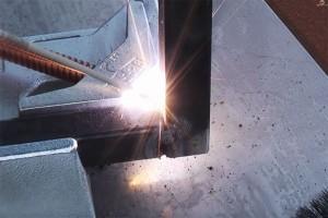 schweisstisch-metallwinkelspanner-als-schraubstock