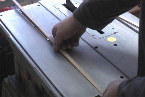 Schiebeschlitten-Tischkreissaege-PTS10-Fuehrungsleiste-einlegen
