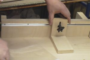 Schiebeschlitten-Tischkreissaege-PTS10-Halter-Sternschraube