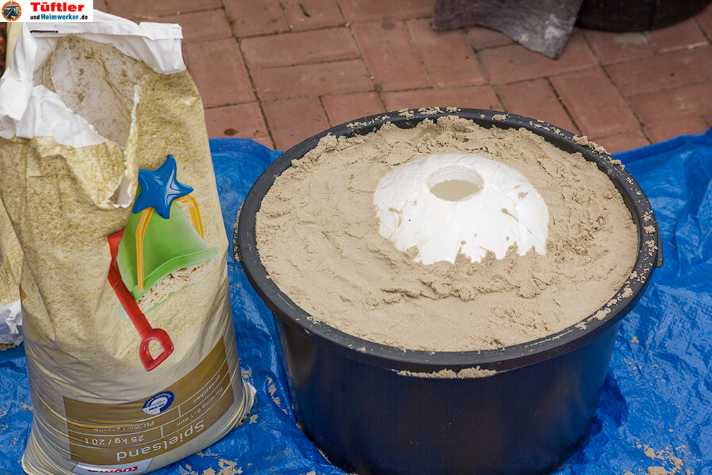 Deko-betonkugel-selbst-gemacht-eingraben