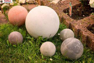 Gartendeko: Betonkugeln selbst gemacht