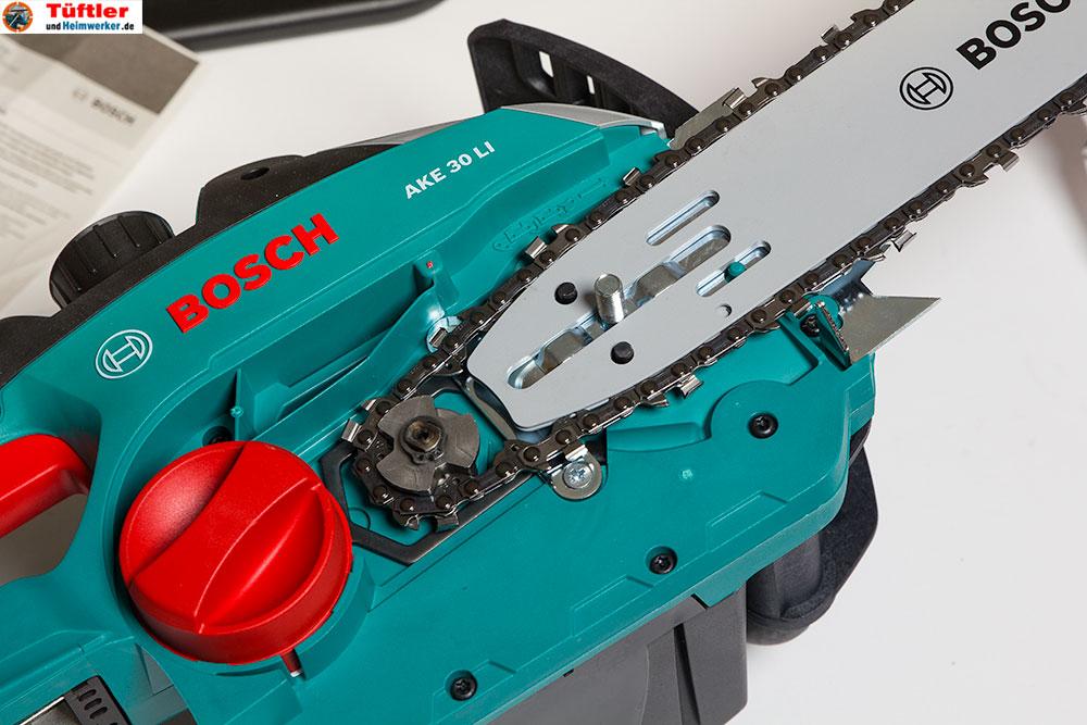 akku-kettensaege-ake30li-test-geoeffnete-saege