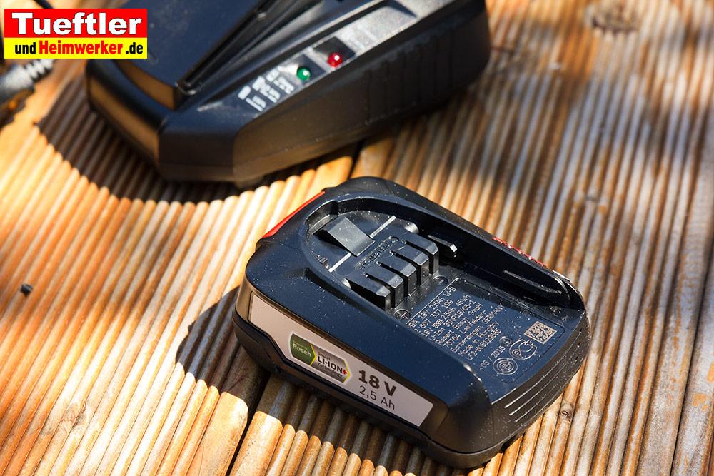 Ein 18V Wechselakku und Schnelladegerät