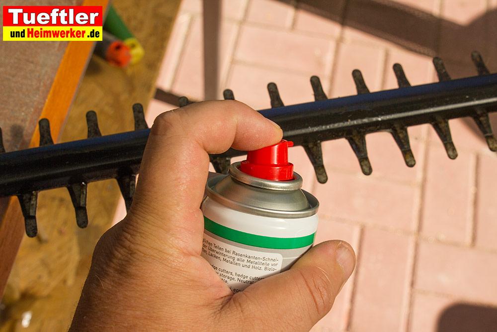 Ein spezielle Sprays schützt das Messer nach der Arbeit