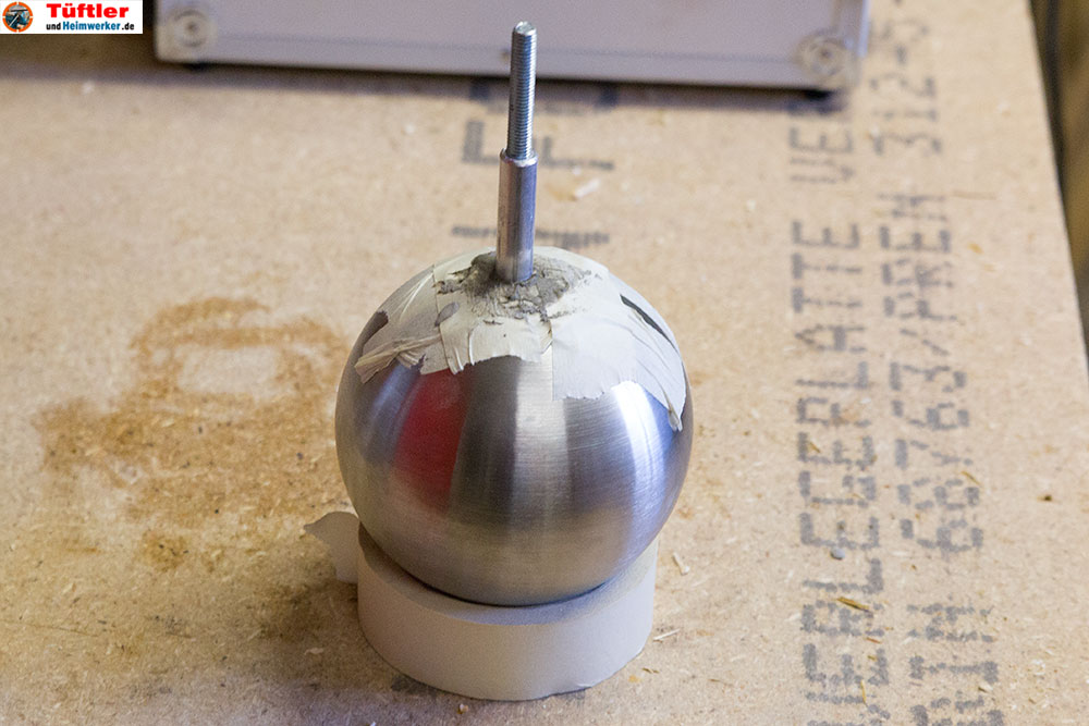 granit-dekosaeule-garten-beton-in-kugel-trocknen-lassen-9