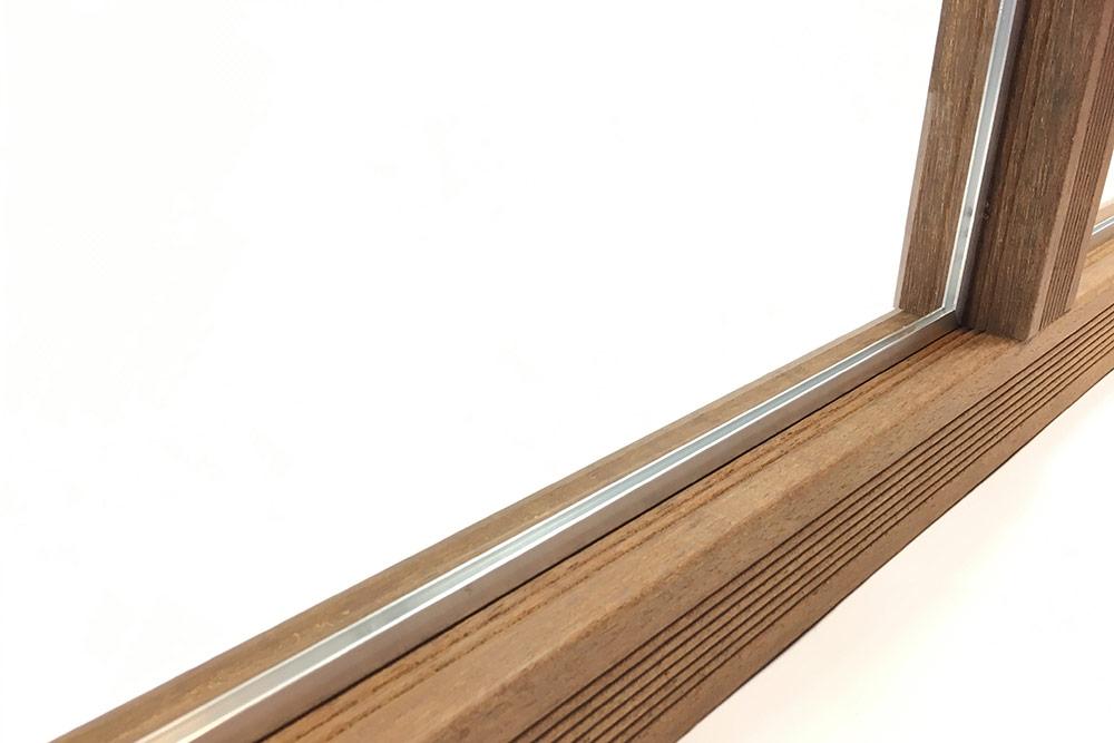 acrylglas-windschutz-wand-schiene-montiert
