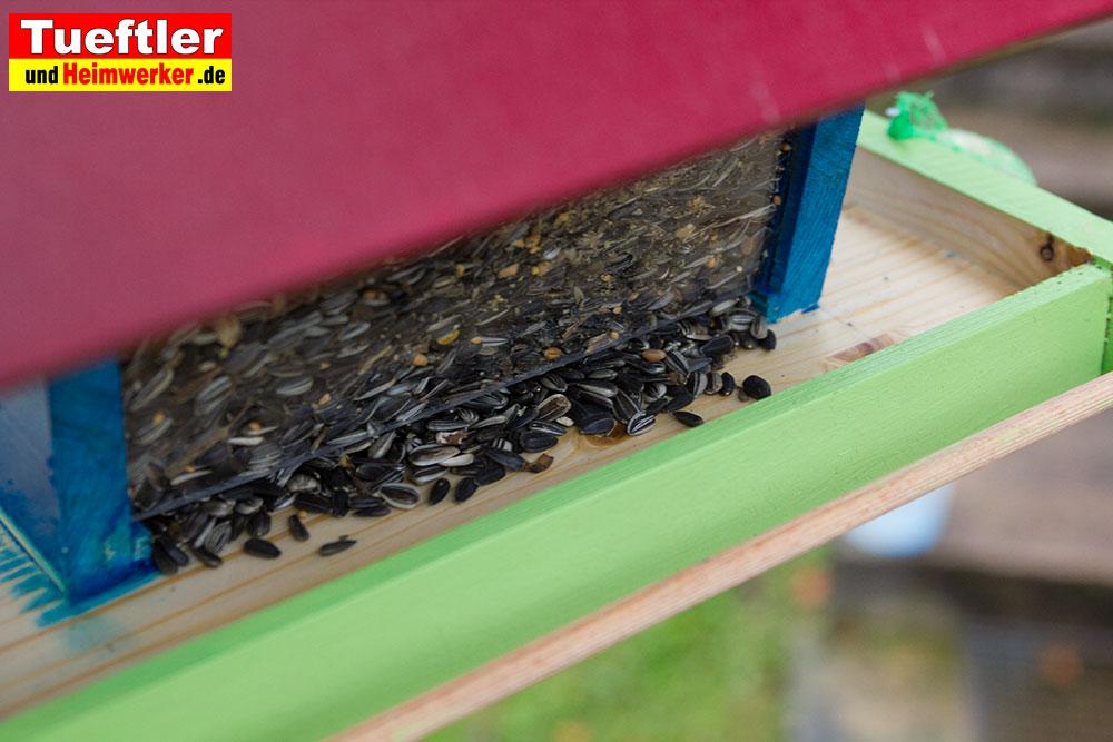 futterhaus-vogelhaus-sonnenblumenkerne