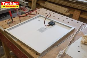 DIY-Solarmodul-Ueberwachungskamera-Solarmodul-Werktisch-Rueckseite-2