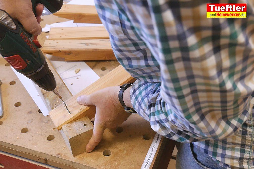 Holzbock-selber-bauen-bein-anschrauben-10