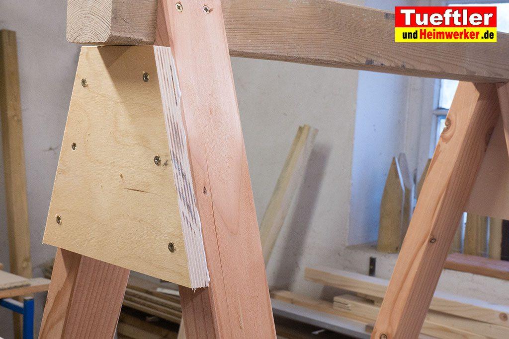 Holzbock-selber-bauen-brett-anschrauben-12