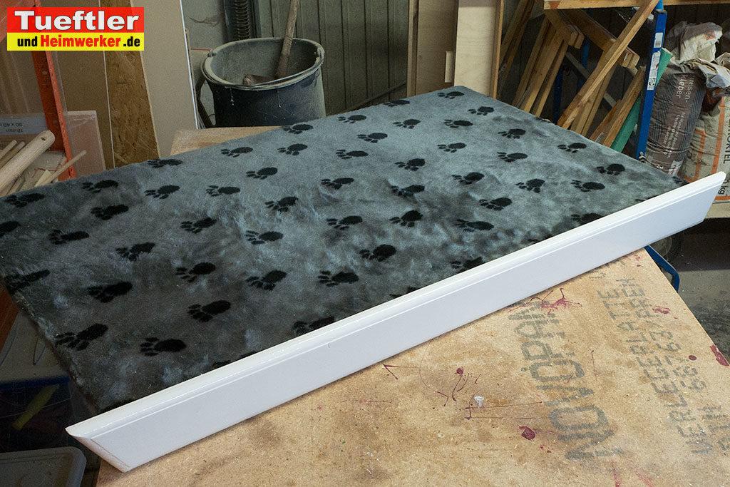 Katzenhaus-DIY-Projekt-Dach-Latte-montieren