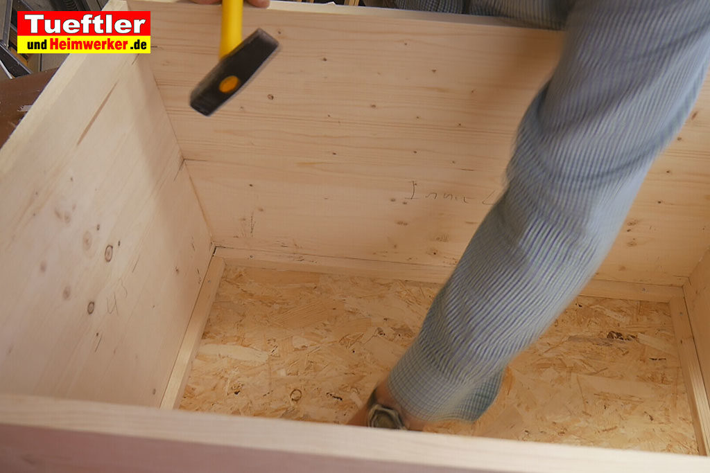 Katzenhaus-DIY-Projekt-Leimholz-Leisten-anbringen-Stepp5b