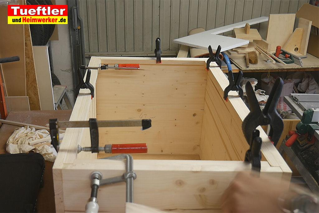 Katzenhaus-DIY-Projekt-Leimholz-Obere-Leisten-anbringen-Stepp6