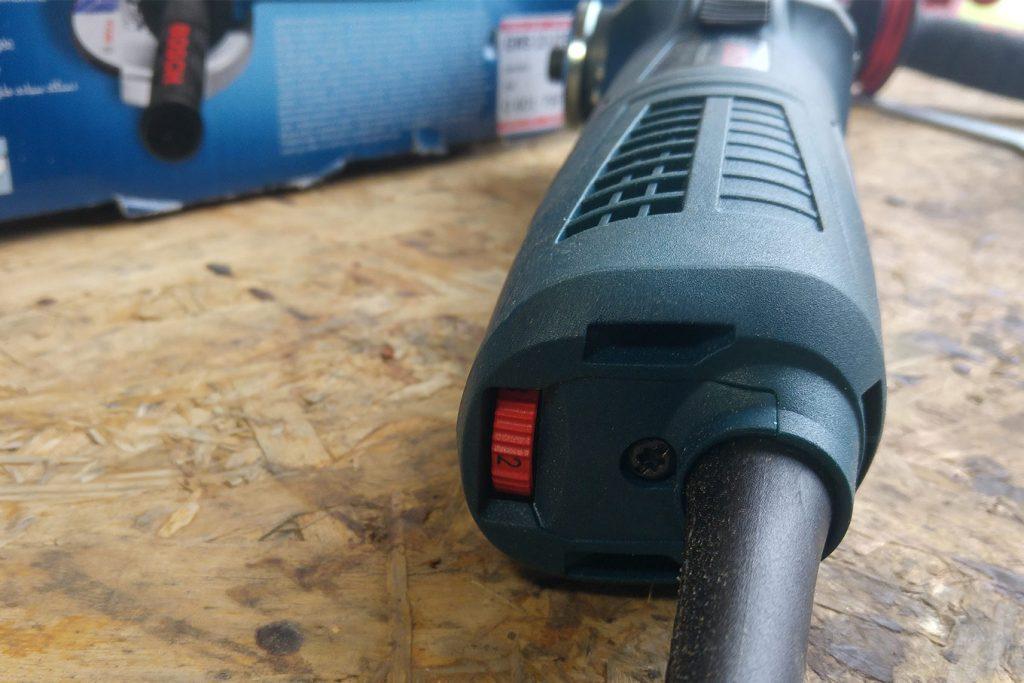 Bosch-Professional-GWS-13-125-CIE-Winkelschleifer-Test-Schalter-4