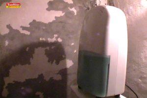 Wasserschaden-Bautrockner-Entfeuchter-Raum-trocknen
