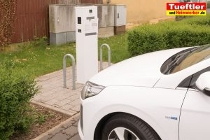 E-Auto-Ladestation-Elektroauto-Ladesaeule