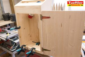 Ladestation-Wallbox-bauen-kabel-latten-fuer-dichtung-s6