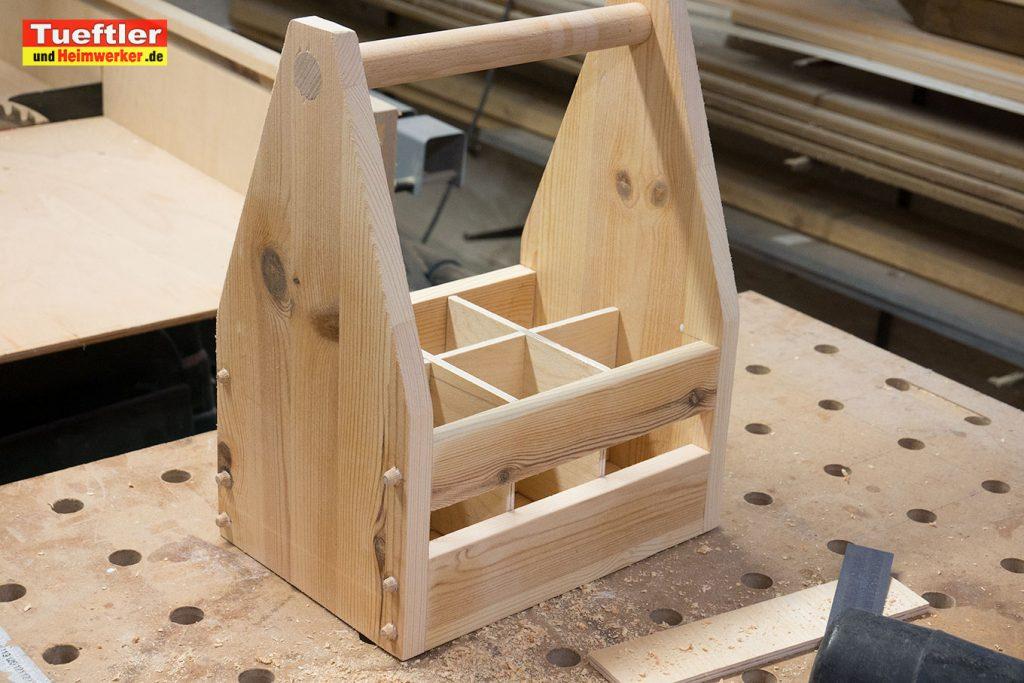 Biertraeger-Flaschentraeger-Maenerhandtasche-Holz-Holzduebel-bohren-6b