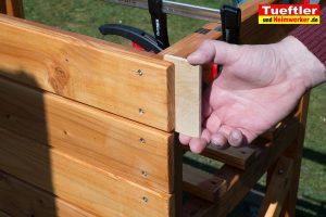 Schritt-10d-Hochbeet-Muellbox-Gartenbox-Bretter-anschrauben