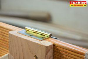 Schritt-13-Hochbeet-Muellbox-Gartenbox-Scharnier-montieren