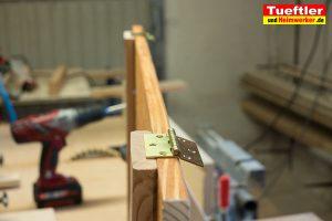 Schritt-13b-Hochbeet-Muellbox-Gartenbox-Scharnier-montieren