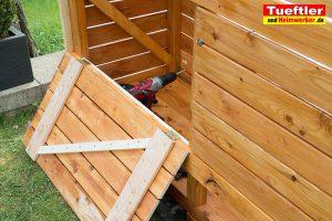 Schritt-13d-Hochbeet-Muellbox-Gartenbox-Klappen-montieren