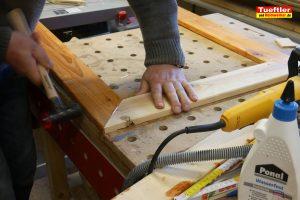 Schritt-14b-Hochbeet-Muellbox-Gartenbox-Klappen-obere-Abdeckung-bauen