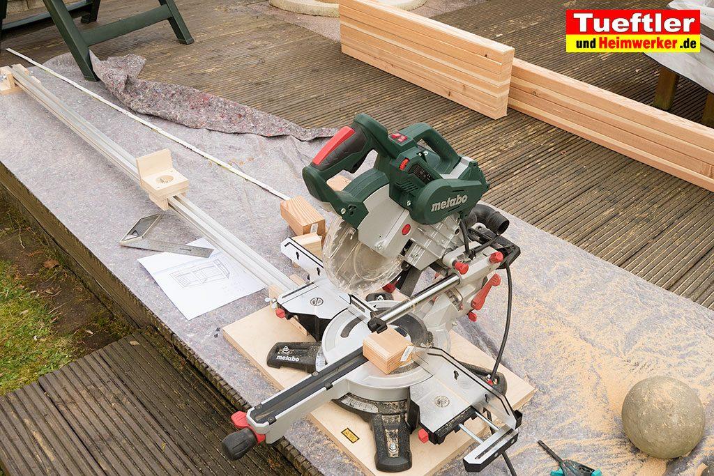 Schritt-2b-Hochbeet-Muellbox-Gartenbox-Douglasie-Holz-zusaegen