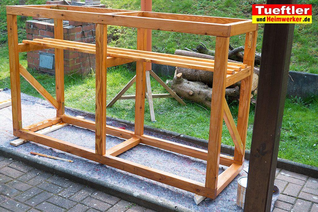 Schritt-7c-Hochbeet-Muellbox-Gartenbox-Offenporige-Lasur-streichen