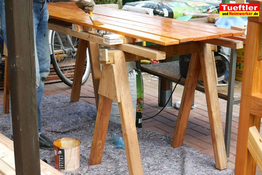 Schritt-9b-Hochbeet-Muellbox-Gartenbox-Bretter-Lasur-streichen