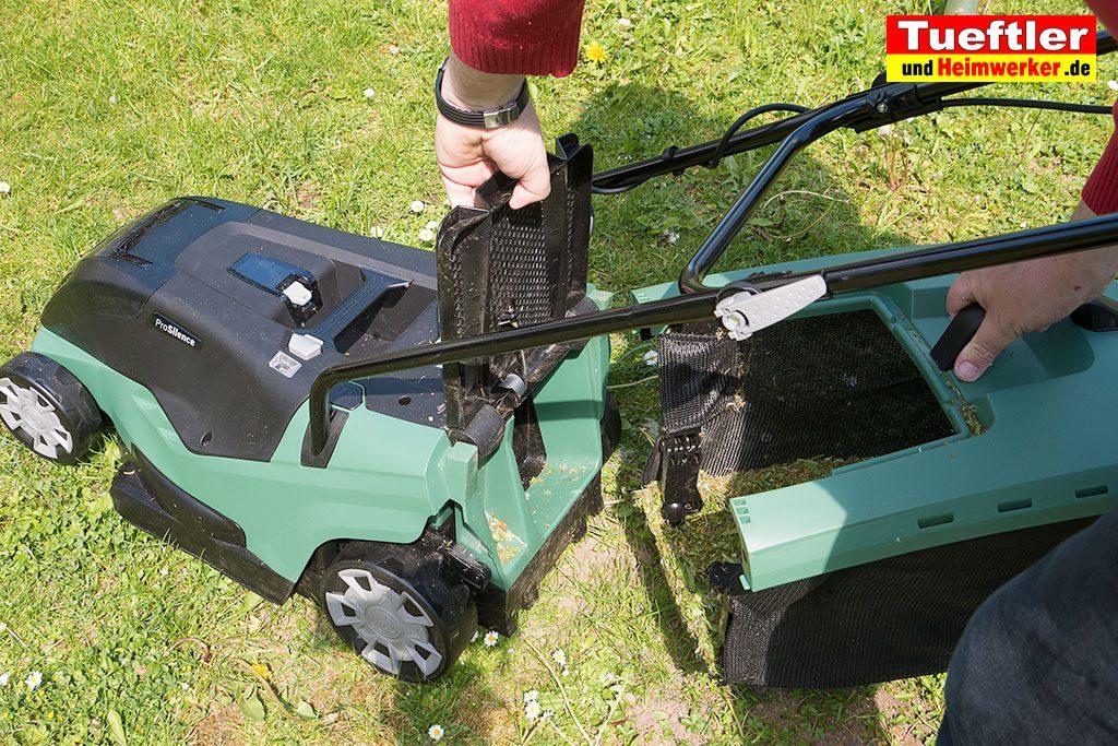 Akku-Rasenmaeher-Test-Bosch-Universal-Rotak-36-550-36-560-Grasfankkorb-anstecken