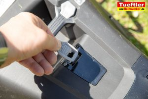 Akku-Rasenmaeher-Test-Bosch-Universal-Rotak-36-550-36-560-Sicherheitsschluessel
