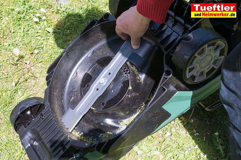 Akku-Rasenmaeher-Test-Bosch-Universal-Rotak-Messer