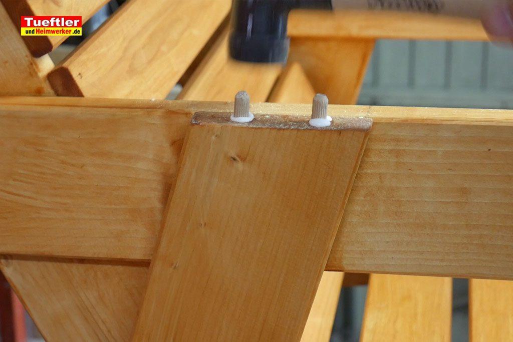 Gartenstuhl-bauen-Armlehne-montieren-1