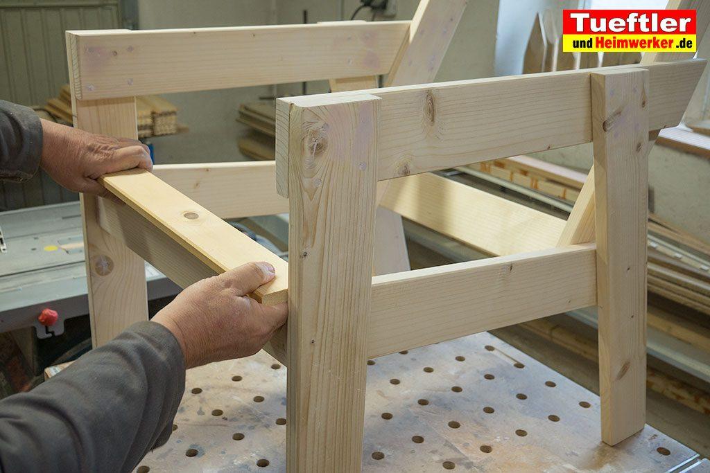 Gartenstuhl-bauen-Latten-messen-saegen.