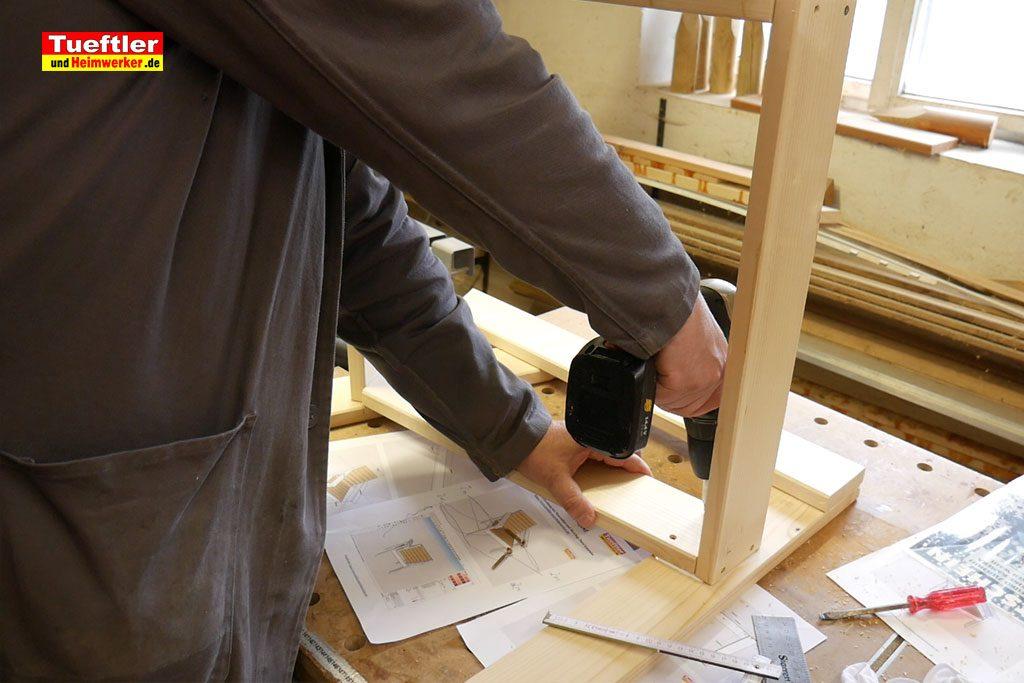 Gartenstuhl-bauen-Rahmen-Sitzflaeche-verbinden