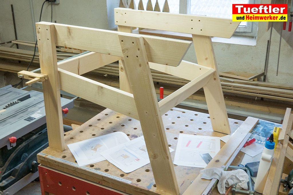 Gartenstuhl-bauen-Rahmen-Sitzflaeche-verbinden-2