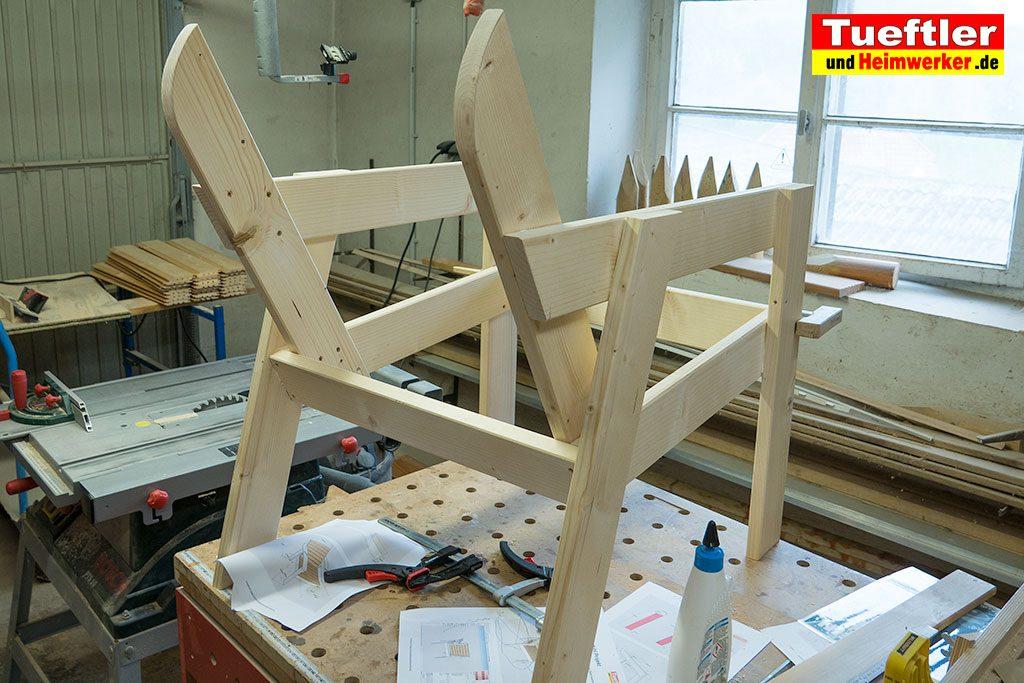 Gartenstuhl-bauen-Rueckenlehne-montieren.