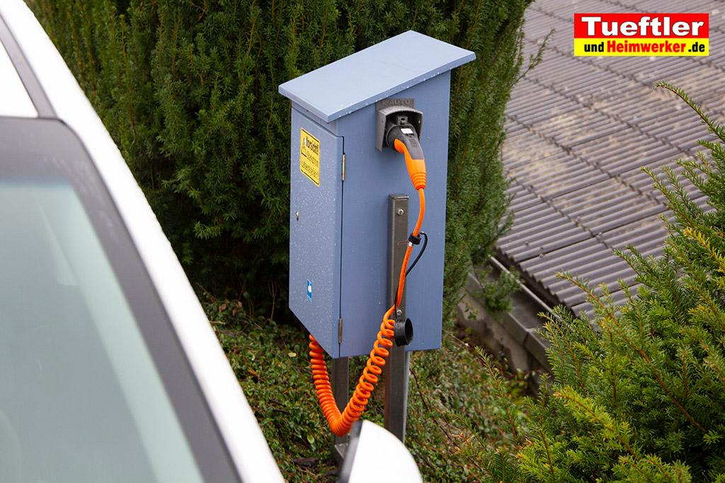 Ladestation-Wallbox-Typ2-Halter-Aussen-Elektromobilitaet-3D-Modell