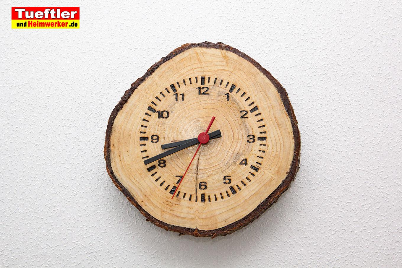 Baumscheiben-Funkuhr-diy-Wand-gewachst-2