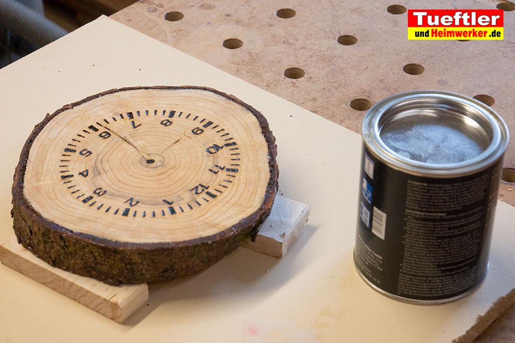 Baumscheiben-Uhr-Wachs