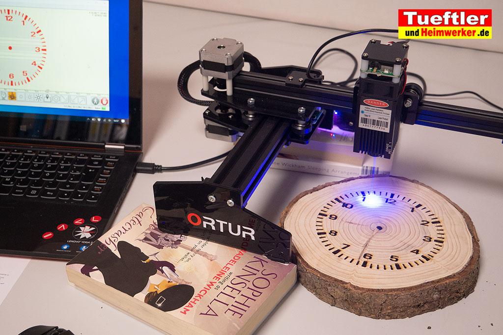 Baumscheiben-Uhr-Ziffernblatt-lasern