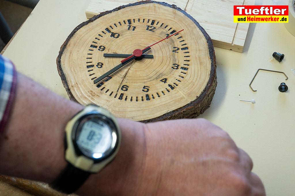 Baumscheiben-Uhrwerk-automatisch-gestellt