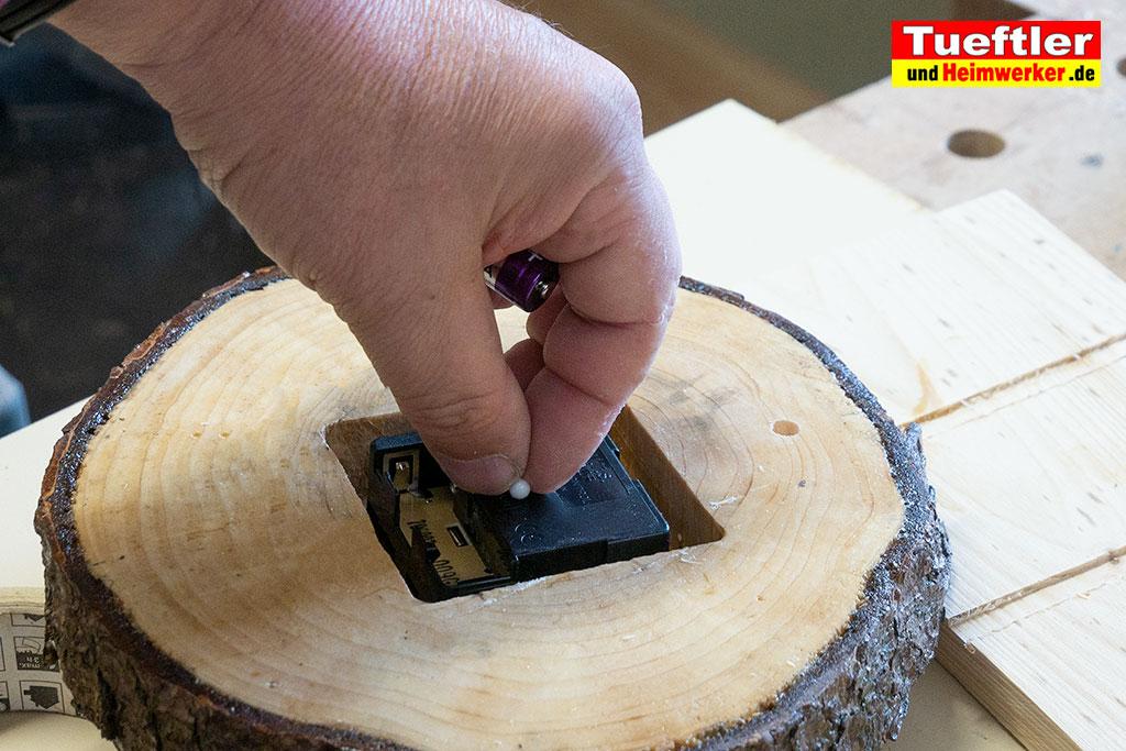 Baumscheiben-Uhrwerk-einbauen-zeiger-aufgesteckt-3b