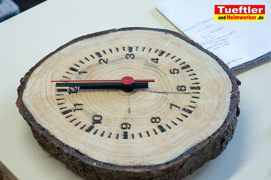 Baumscheiben-Uhrwerk-einbauen-zeiger-aufgesteckt-3c