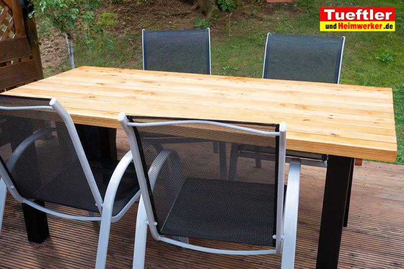 Gartentisch-bauen-DIY-Projekt-Fertig-2