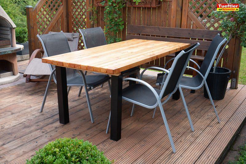 Gartentisch-bauen-DIY-Projekt-Fertig