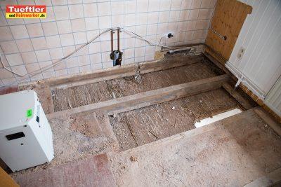 Wasserschaden-Trocknung-Entfeuchter-Lehm-Dielen.jpg